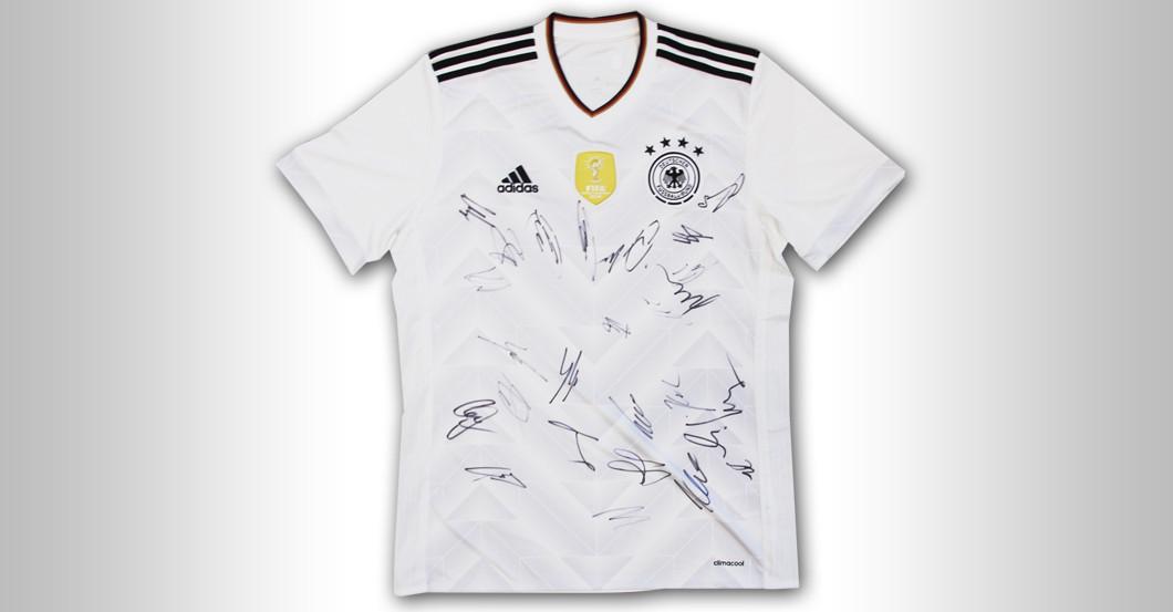 Brandaktuelles DFB Trikot signiert von Nationalmannschaft