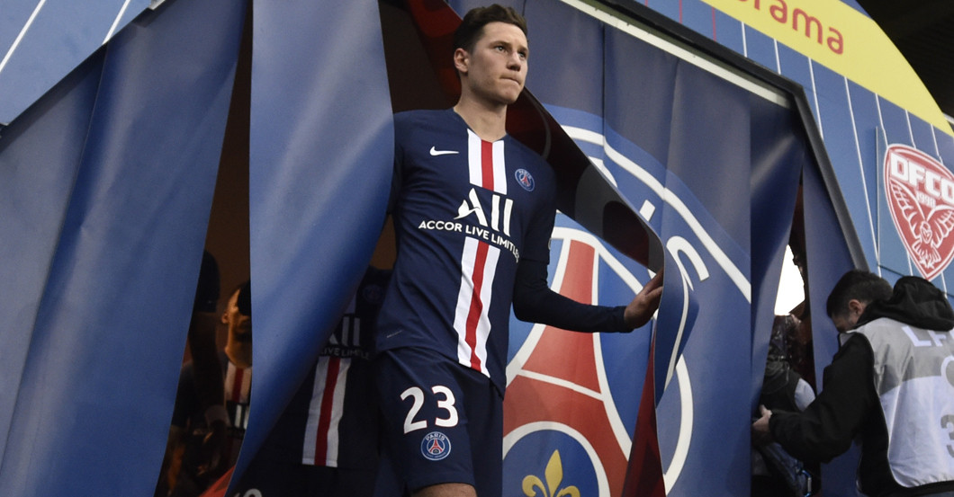 Psg Star Julian Draxler Is Helping With His Worn Jersey