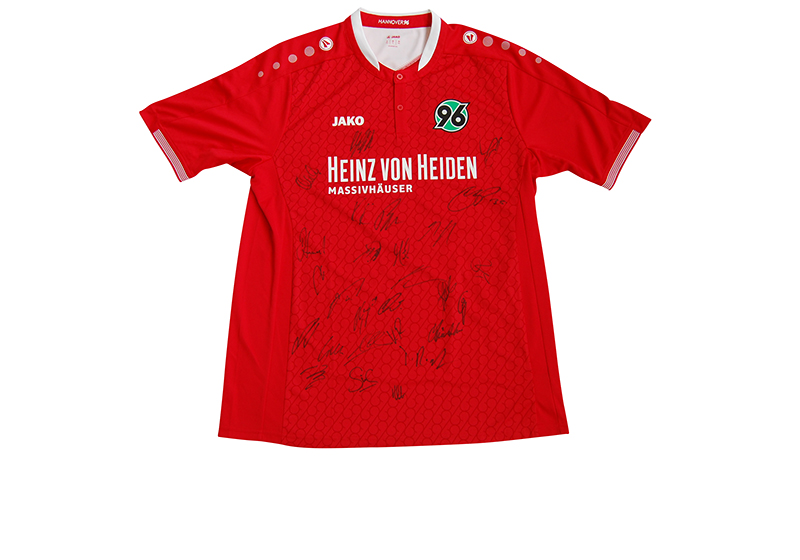 vom gesamten team signiert trikot von hannover 96. Black Bedroom Furniture Sets. Home Design Ideas